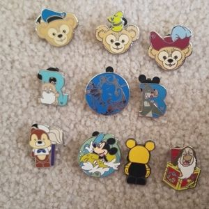 Lot of 10 Disney trading pins.